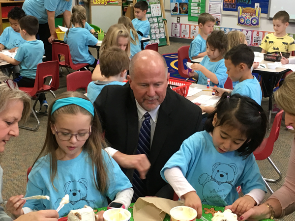 Wilkshire Students Decorate Gingerbread Houses