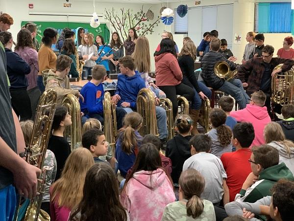 Murphy students learn about instruments from HHS band members.